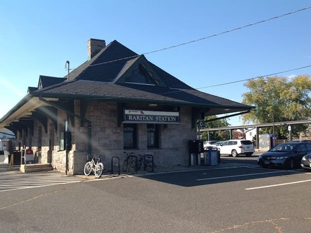 Raritan Train Station is 3 blocks away