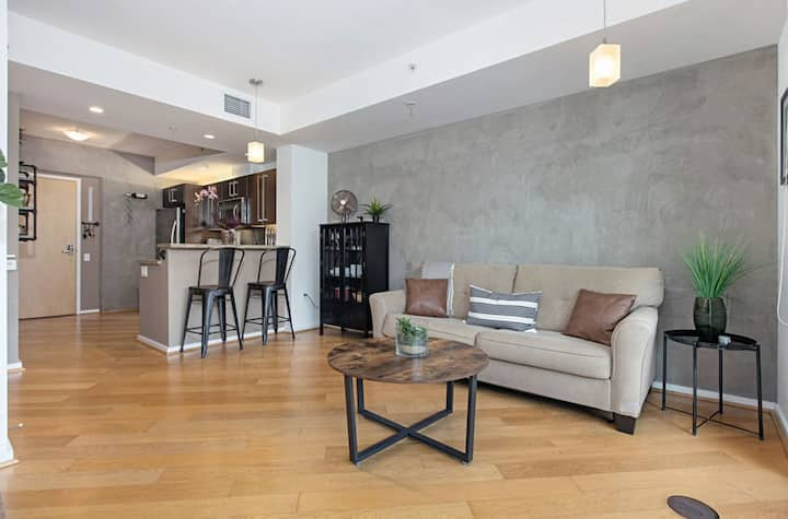 ICON Apartment in Downtown San Diego