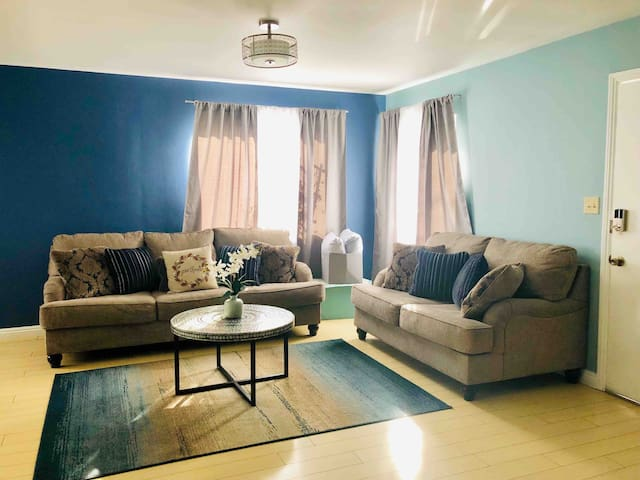 Near LAX 1.5 miles to Forum Front House 2BR 4Beds