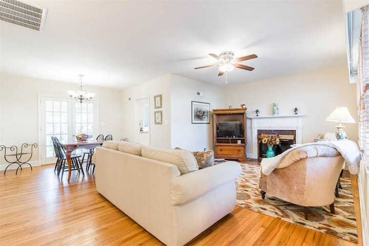 Greenville Oasis - 3 bedroom space perfect for a local getaway or work from home alternative