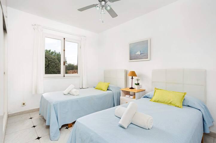 Habitación 2 camas, aire acondicionado, armario empotrado, ventana exterior