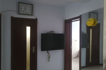 两室一厅,65平的一楼实用性房屋,给你家一样舒适、温馨、方便的感觉,让您在旅游中有一个很好的家,