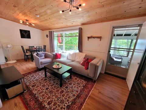 Cozy Bobs Lake cottage: great view, large property