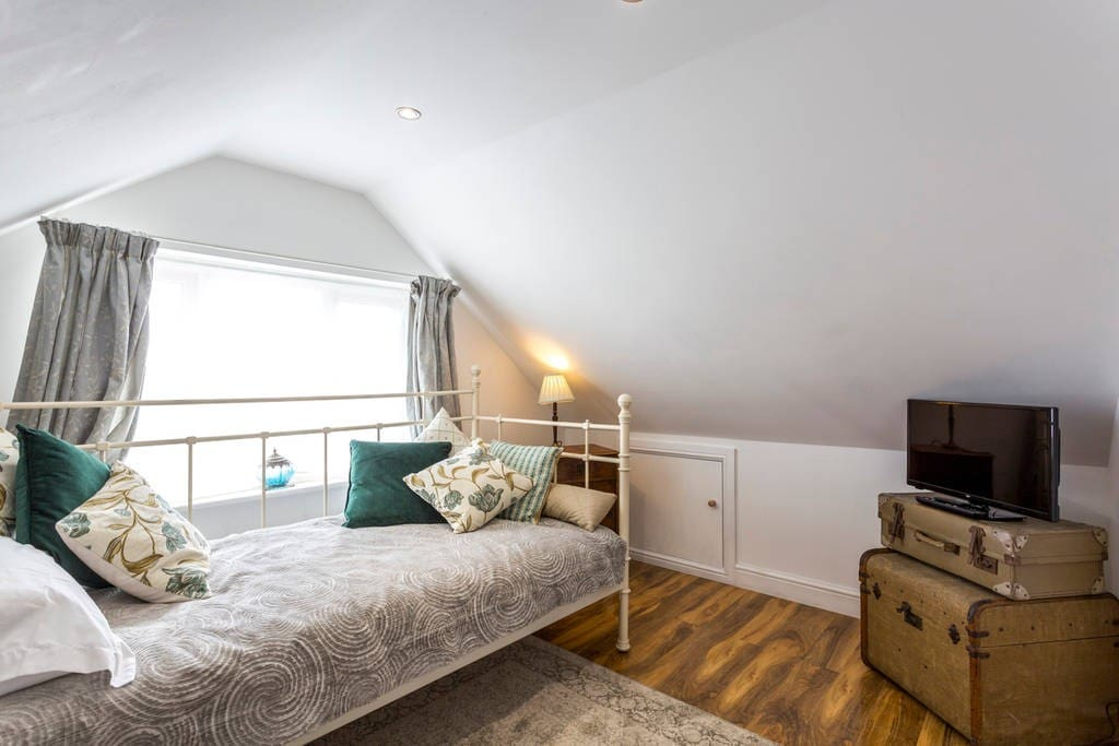 Bedroom 4 - with wifi, Smart TV and Firestick