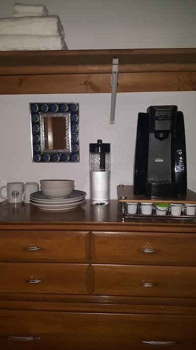 dresser & coffee maker