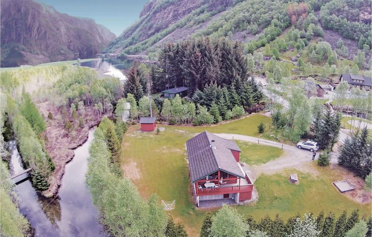 Holiday cottage with 3 bedrooms on 125 m² in Vikeså