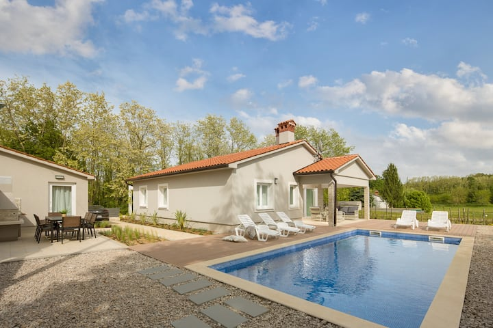 Villa Meadow - brand new villa with private pool.
