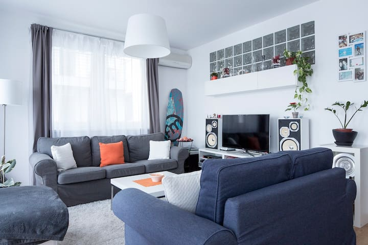 Modern Design Apartment /w Garage, AC/Dagaly 15min - Budapest - Apartmen