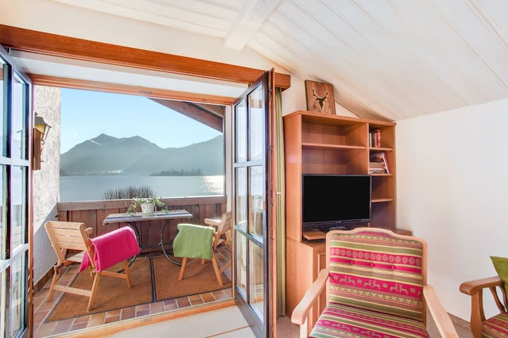 Cosy Apartment Riepl with Lake Access, Garden, Balcony & Wi-Fi; Parking Available
