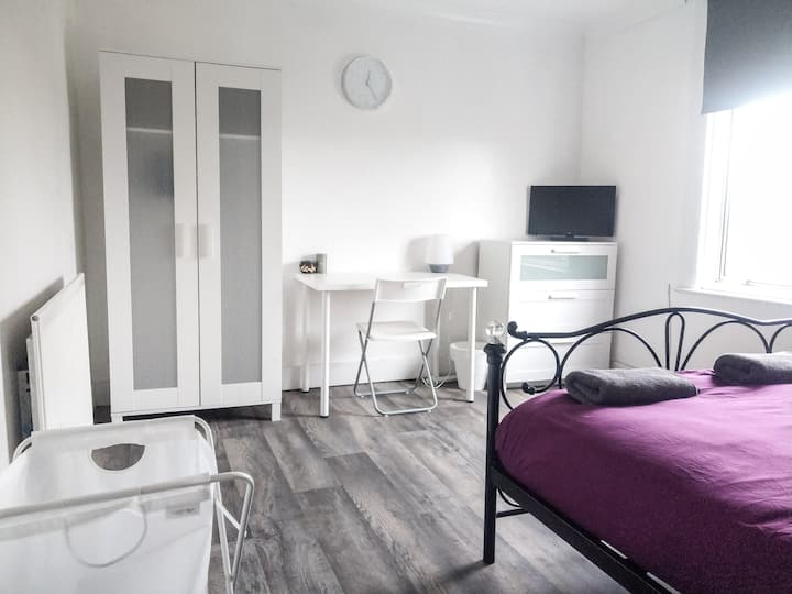 Bright and Fresh Gillingham Room #2