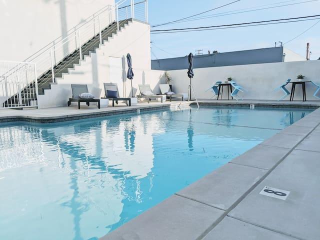 🏊LA Modern Studio with Pool, BBQ Deck & Beaches🏖