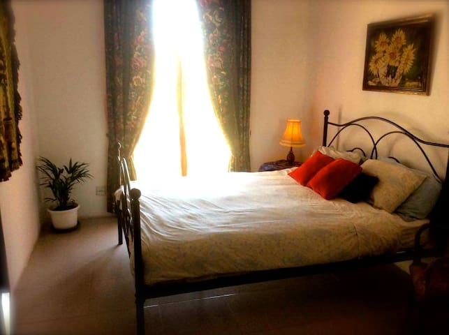 Lovely Old Townhouse private room with en suite - Rabat - Sorház