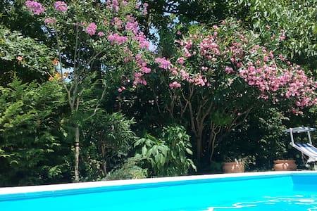 Camere con vista in villa con piscina - San Felice a Cancello - Villa
