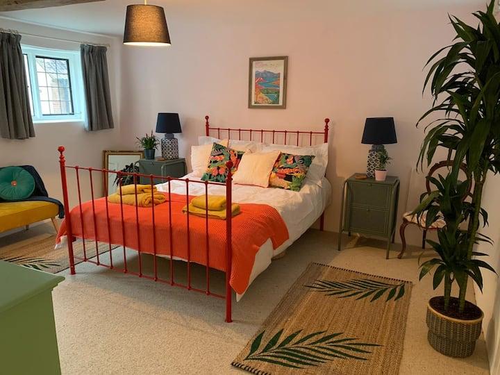 Large en-suite bedroom in beautiful village