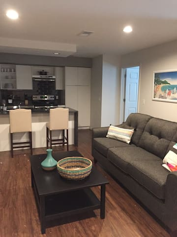Brand New 2BR Country Club Plaza Apartment
