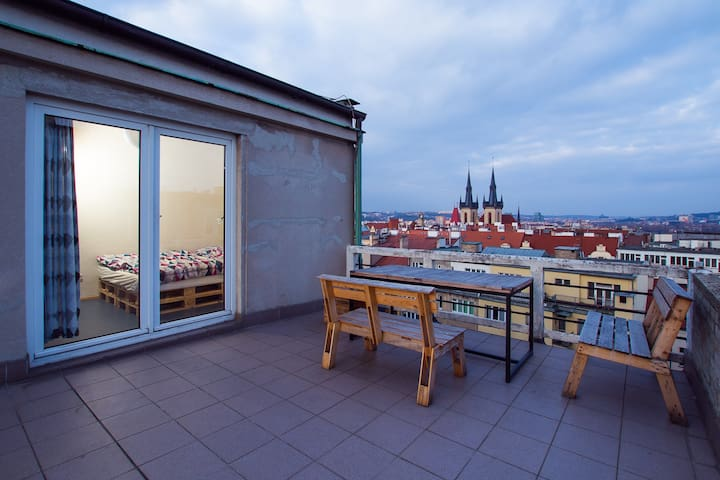 Cosy studio flat, amazing TERRACE VIEW! - Praha - Apartment