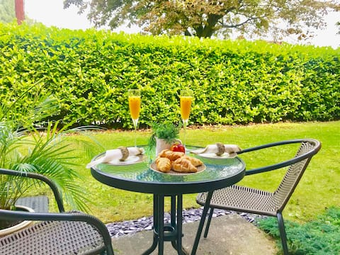 All Yours! - Terrific 2 bed garden apartment