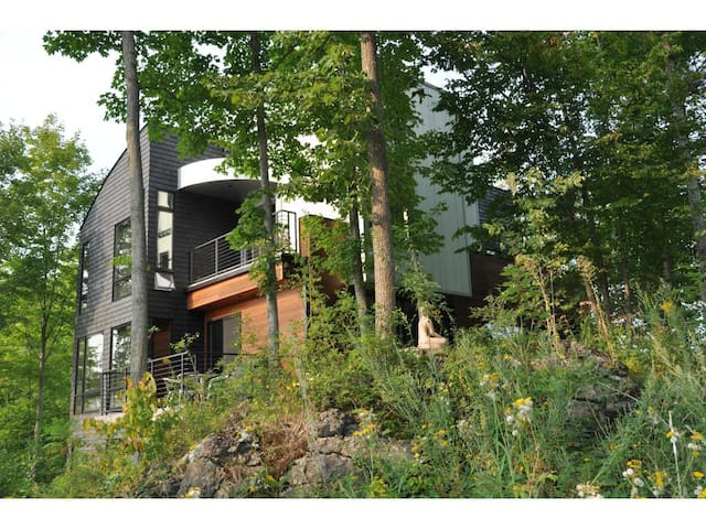 Crow Hill Farm - Modern Luxury in Vermont - Hinesburg - House