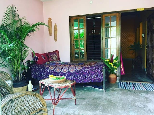 Green Villa - Double Room with Private Bathroom