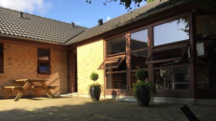 Lejlighed 4 værelser, bar, sauna, bad og køkken