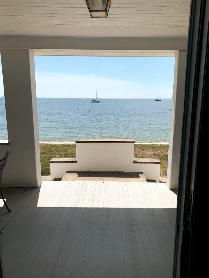 Direct Water Front Furnished Home on Niantic Bay