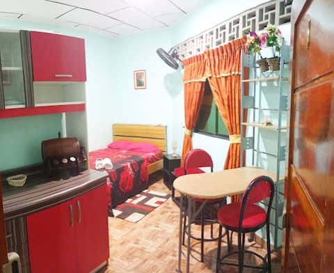 Habitacion acogedora con baño propio.