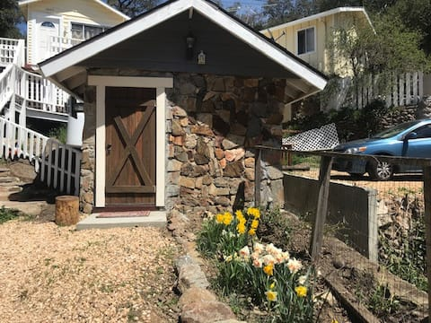 Adorable Tiny House in Historic Julian