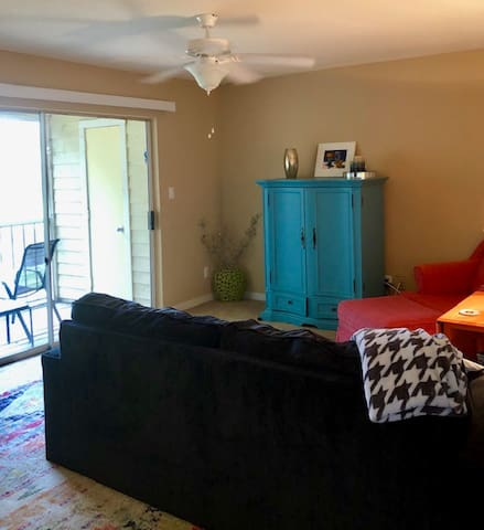 Centrally located, cozy, quiet 1/1 in Sarasota