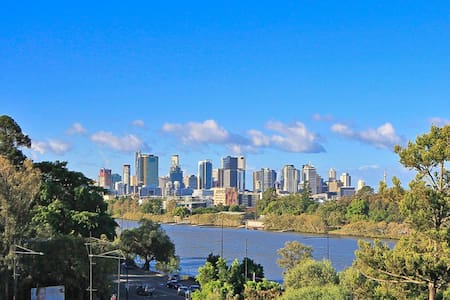 Riverside Self-contained Apartment - Toowong - Byt