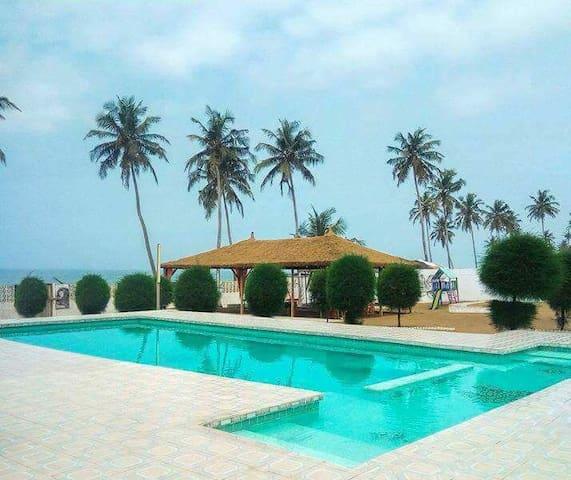 Chambres privées accès sur la mer et piscine