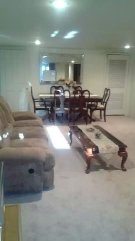 One bedroom furnished suite. - North Wales - House