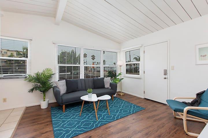 Private PB Beach Cottage Apartment