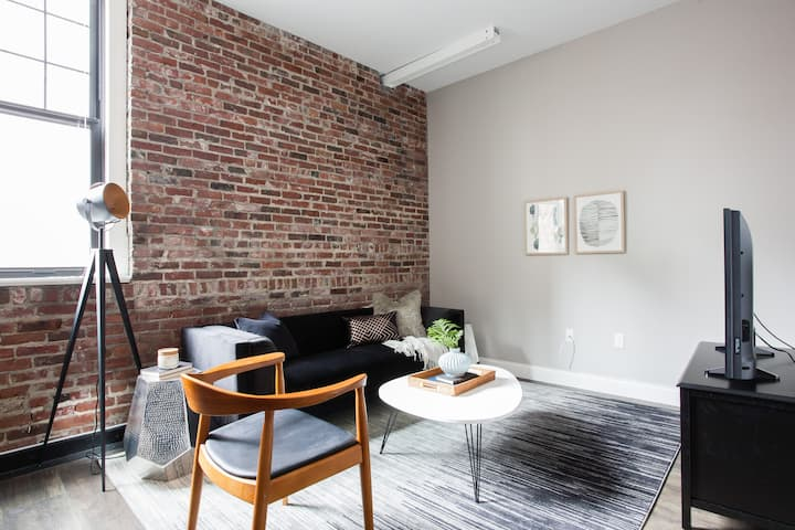 Monthly Discounts - Furnished Luxury 3br, 2ba Loft