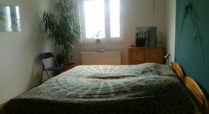 Quiet room für women close to students' home