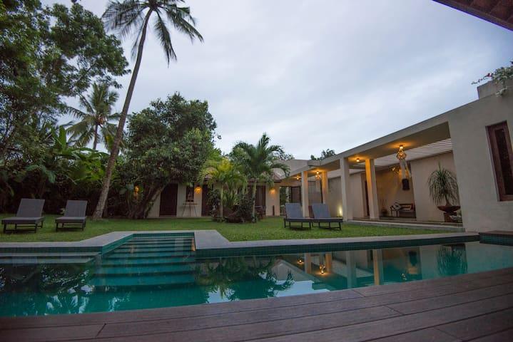 Unique Rooms for 2 Couples - Dancing Mango Villa