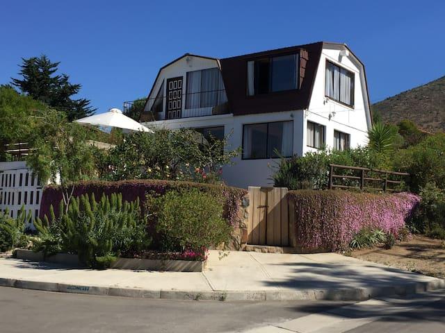 Papudo, casa vista al mar, a pasos de la playa, - Papudo - House