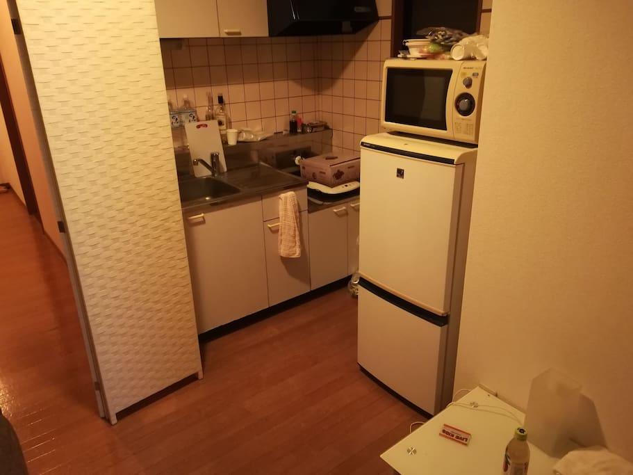キッチン、台所、レンジ、冷蔵庫