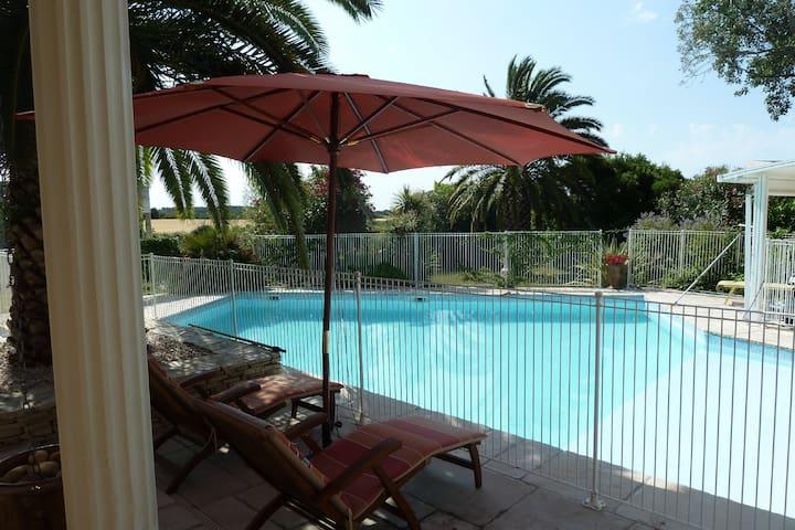 Les Cigalous - Chambre Méditerranée + piscine