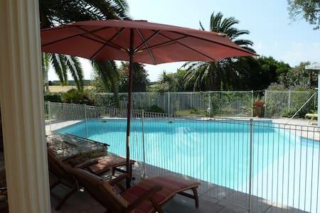 Proche Montpellier - Chambre Méditerranée piscine - Restinclières