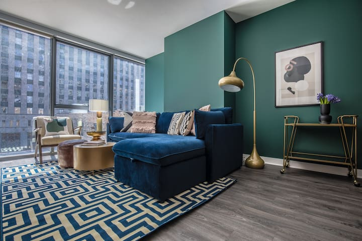 Domio | Merchandise Mart | Charming 2BR + Pool and Fitness Center