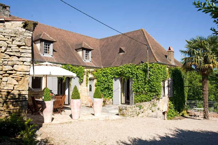Beautiful 17thC stone house with heated pool
