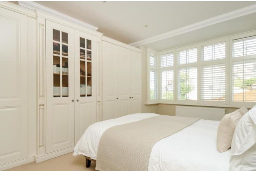 UK King-size (US Queen-size) bedroom with built-in wardrobe