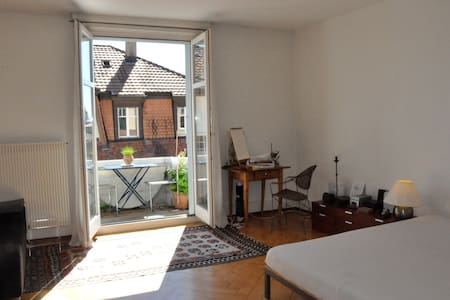 Central & beautiful room with balcony - Apartment