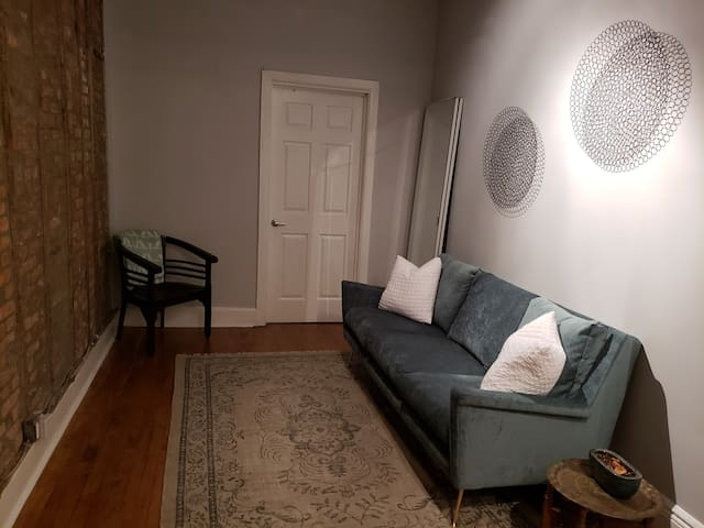 Private room in hip east Williamsburg/Greenpoint