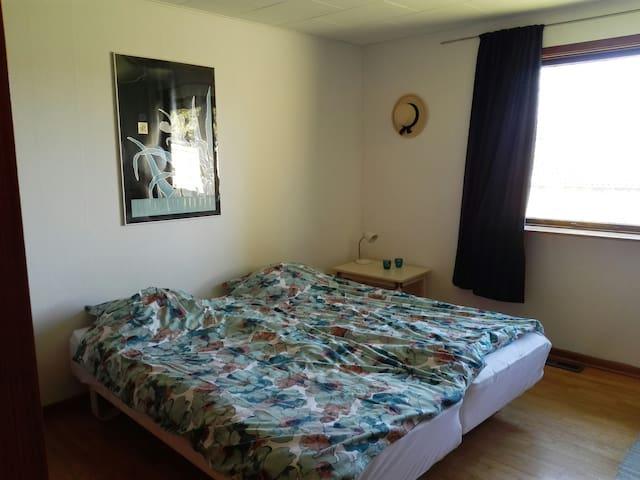 Værelse 1. To sengepladser.