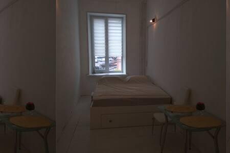 Комната в небольшой квартире в центре города - Sankt-Peterburg