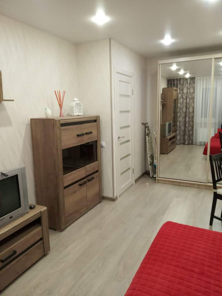 Уютная,теплая квартира в новом доме рядом с метро.