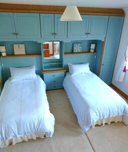 Spacious twin room overlooking golf-course - Hawthorn Avenue - Guesthouse