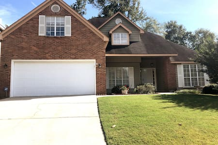 Private Bed & Bath in 4bd/3ba house with Hot Tub!