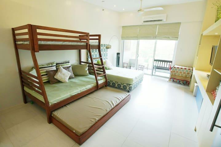 PICO DE LORO BEACH 1BR CONDO - Nasugbu - Apartamento
